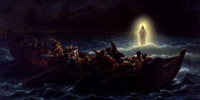 Иисус Христос как призрак идёт по воде к ученикам евангелие новый завет библия