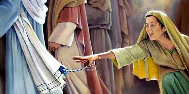 Кровоточивая женщина желает прикоснуться к Иисусу Христу
