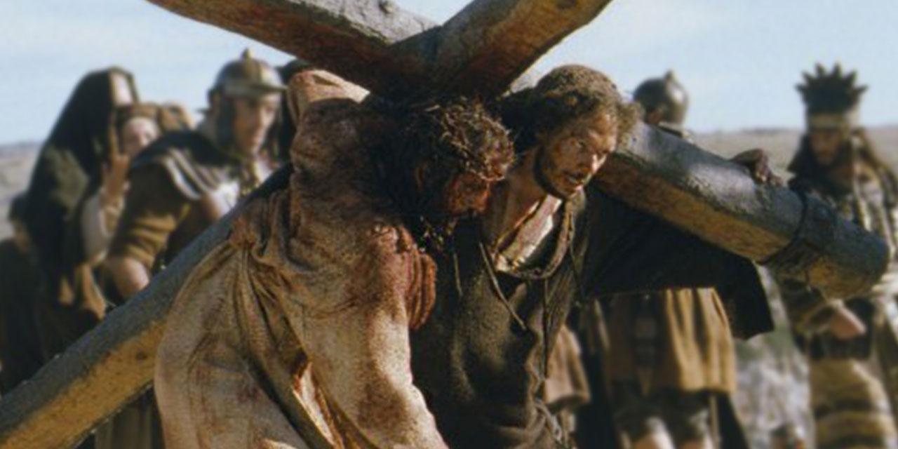 Симон Киринеянин несёи крест вместе с Иисусом Христом евангелие новый завет библия